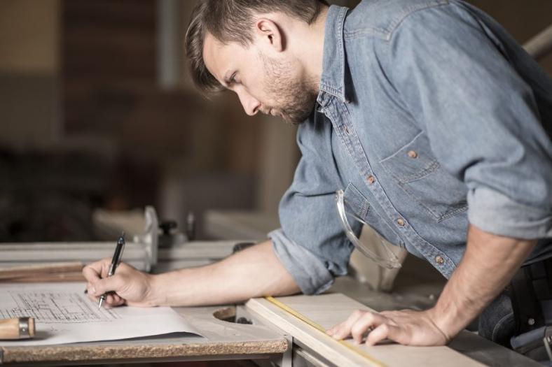 Schreiner: Berufsbild, Ausbildung, Karrierechancen