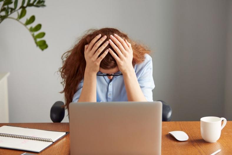 Überforderung im Job: Auslöser, Anzeichen & Hilfemaßnahmen