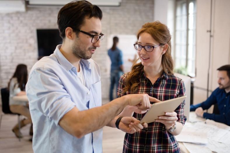 Feedbackgespräch - wertvoller Austausch zwischen Mitarbeiter und Führungskraft