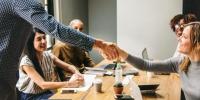 Umgangsformen am Arbeitsplatz: 7 Tipps für eine gute Zusammearbeit