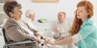 Fachkraft Pflegeassistenz: Berufsbild, Ausbildung, Gehalt